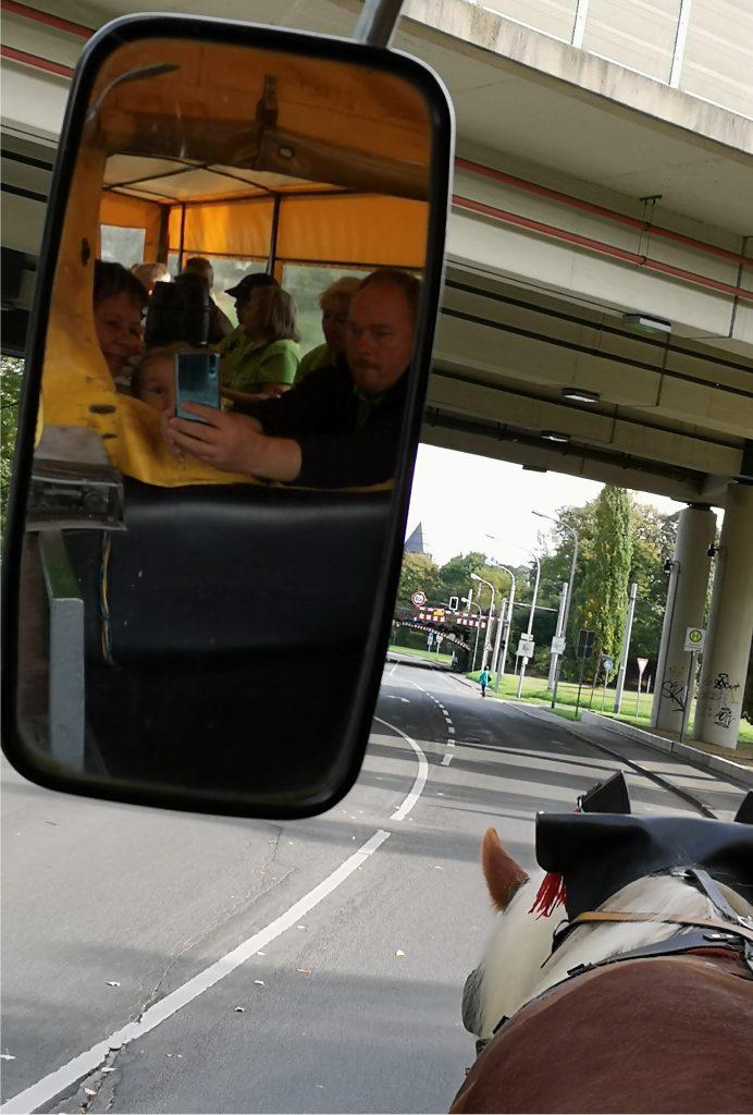 Die 38er im Spiegel und auf dem Weg nach Linn bei der Planwagenfahrt 2019