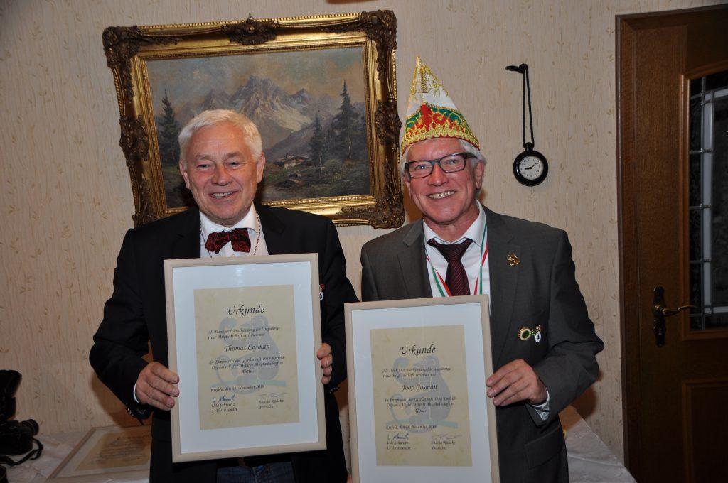 Die beiden 20-jährigen Jubilare Joop und Thomas Cosman - auch nach zwanzig Jahren im Verein immer noch zu Scherzen aufgelegt ...