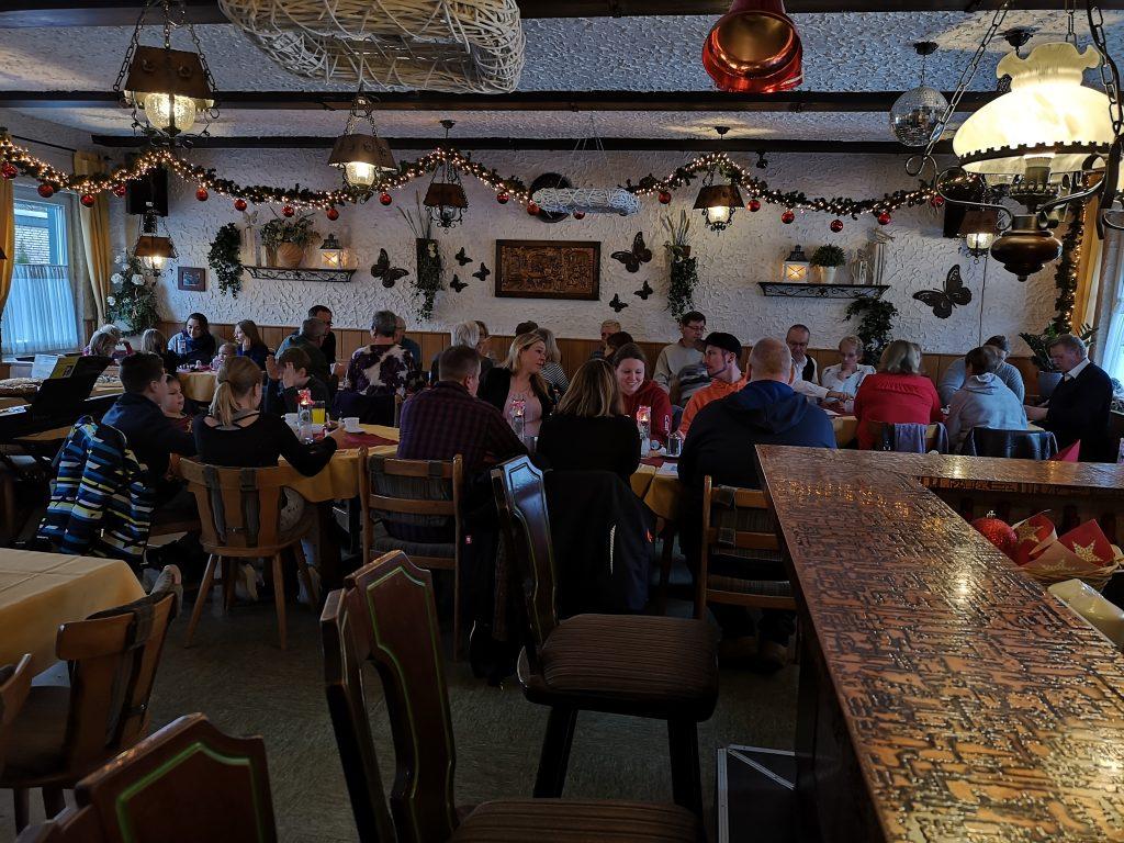 Die Weihnachtsfeier der 38er war mit insgesamt 38 Gästen irgendwie passend besucht.