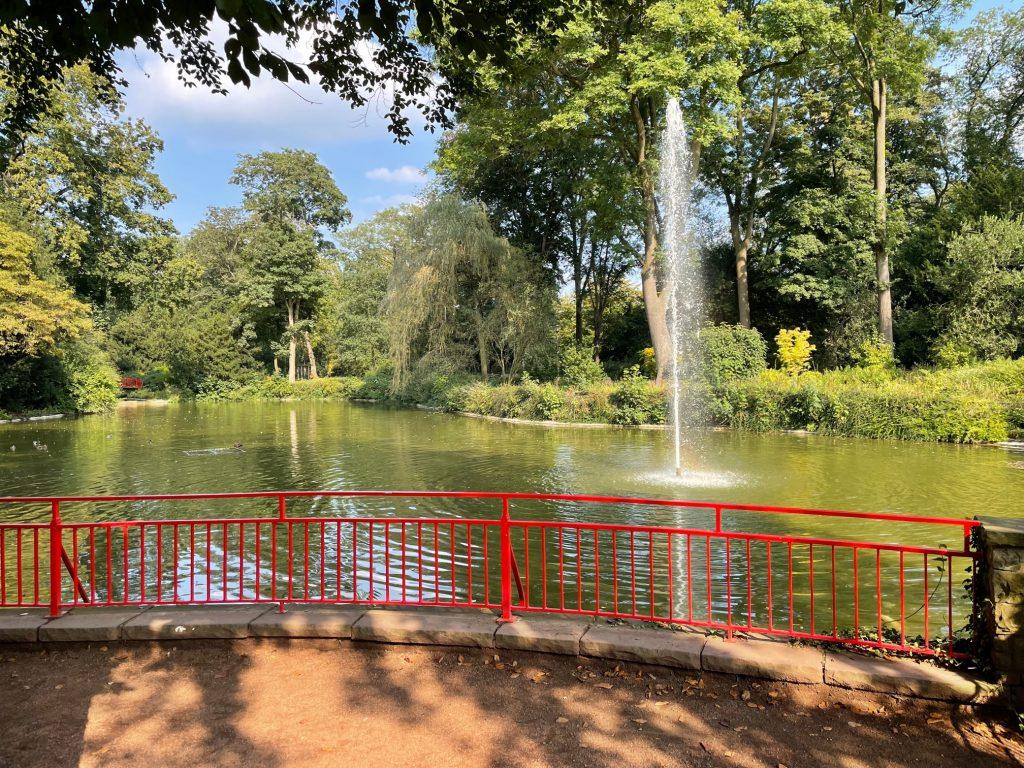 Der schöne Uerdinger Stadtpark bei schönem Wetter